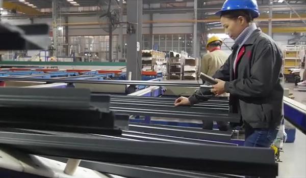 Dispositivo de prueba de película para perfiles de aluminio con recubrimiento en polvo